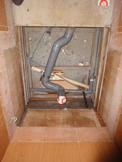 コーポ小林5号 トイレ配管1