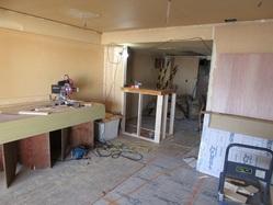 対面キッチンの壁