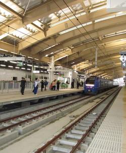 在来線ホームからの新幹線の改札